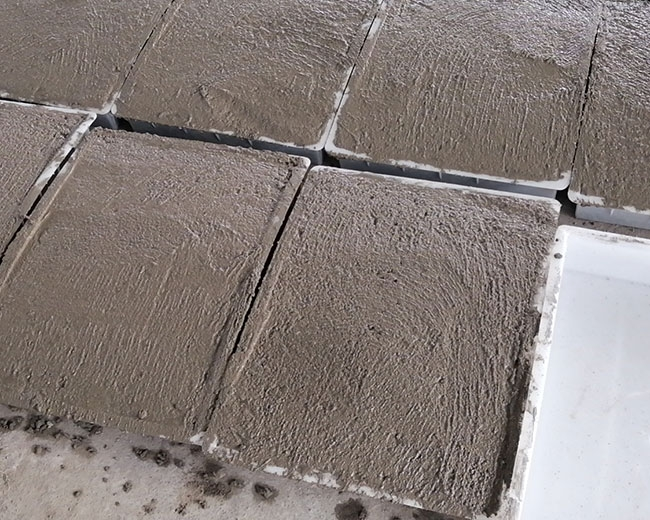 混凝土水泥盖板紧急加工中